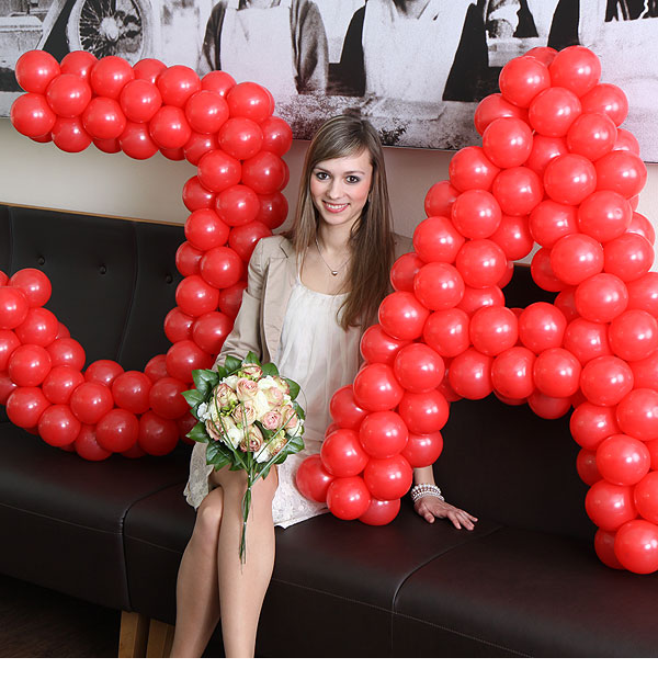 A wedding decoration made with balloons spelling out YES in German