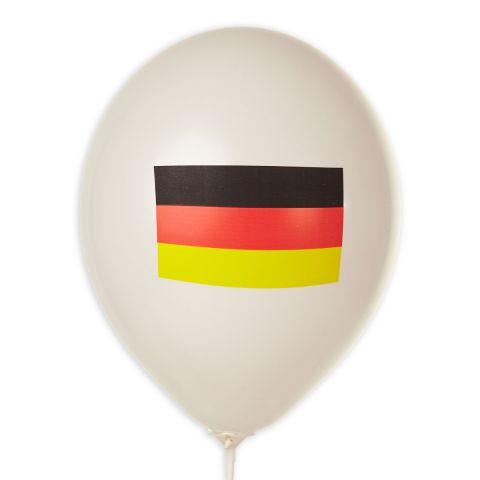 Weißer Luftballon mit Aufdruck Deutschlandflagge.