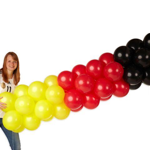 Luftballongirlande in schwarz, gelb rot mit Person, 10m lang