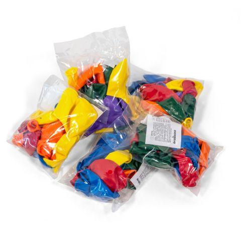 Je 10 bunte Luftballons, abgepackt in durchsichtigen Beuteln.